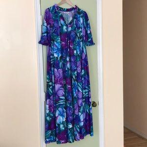 Beautiful Vibrant Floral Vintage House Dress